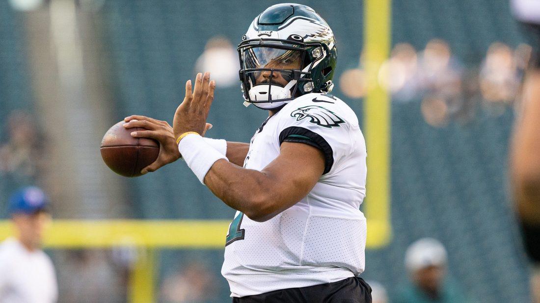 Eagles quarterback Jalen Hurts warming up